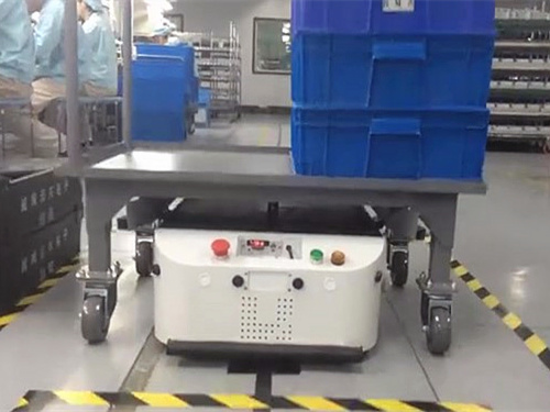 Latent traction dual drive type AGV